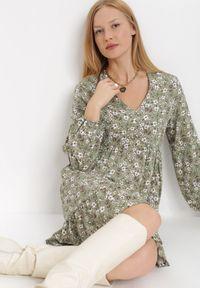 Born2be - Zielona Sukienka Barbados. Typ kołnierza: dekolt w kształcie V. Kolor: zielony. Materiał: tkanina, wiskoza. Długość: mini