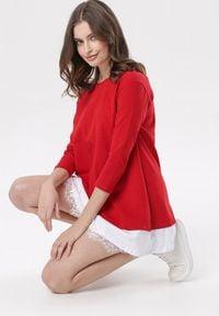 Born2be - Czerwona Sukienka Khusea. Okazja: na co dzień. Kolor: czerwony. Materiał: dzianina, koronka. Długość rękawa: krótki rękaw. Wzór: koronka, ażurowy. Typ sukienki: proste, oversize. Styl: casual. Długość: mini