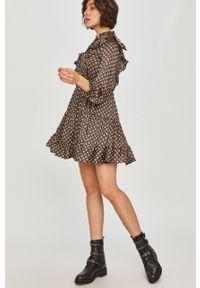 Brązowa sukienka Answear Lab rozkloszowana, z długim rękawem, mini, wakacyjna