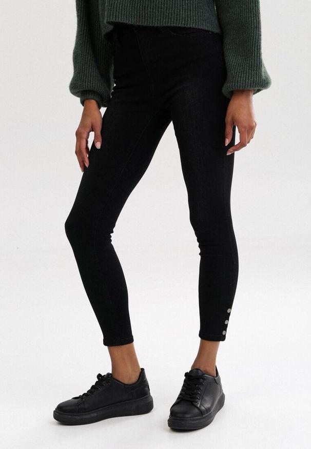 Czarne jeansy Born2be
