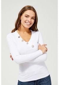 MOODO - Bluzka z ozdobnymi guzikami. Materiał: elastan, bawełna. Długość rękawa: długi rękaw. Długość: długie. Wzór: gładki. Styl: klasyczny