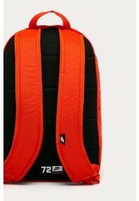 Pomarańczowy plecak Nike Sportswear z nadrukiem
