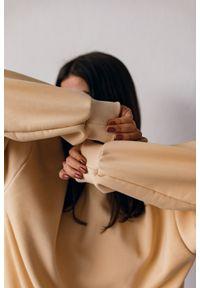 Marsala - Bluza damska gładka w kolorze TRANSPARENT YELLOW - SANDY BY MARSALA. Materiał: bawełna, dresówka, dzianina, poliester. Wzór: gładki. Styl: klasyczny