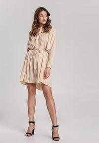 Renee - Jasnobeżowa Sukienka Newfalls. Okazja: na co dzień. Kolor: beżowy. Długość rękawa: długi rękaw. Wzór: ażurowy. Typ sukienki: koszulowe, rozkloszowane, szmizjerki. Styl: casual, retro