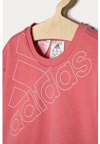 Różowa bluza Adidas z nadrukiem, casualowa, bez kaptura, na co dzień