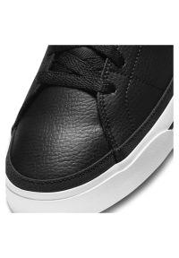 Buty męskie Nike Court Legacy CU4150. Materiał: skóra, guma. Szerokość cholewki: normalna. Wzór: napisy, jodełka, aplikacja. Model: Nike Court. Sport: tenis