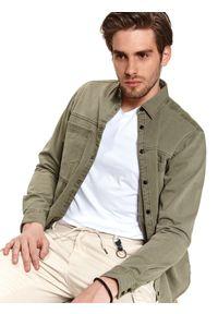 TOP SECRET - Koszula okryciowa z kieszeniami funkcyjnymi. Kolor: brązowy. Materiał: tkanina. Długość: długie. Sezon: wiosna. Styl: wakacyjny