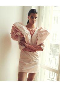 VICHER - Różowa sukienka z bufiastymi rękawami SAKURA. Kolor: różowy, wielokolorowy, fioletowy. Wzór: kwiaty. Typ sukienki: dopasowane