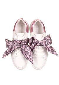 Pollini - POLLINI - Sneakersy z różową wstążką. Zapięcie: sznurówki. Kolor: biały. Materiał: guma