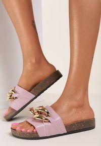 Renee - Liliowe Klapki Leucoche. Nosek buta: otwarty. Kolor: fioletowy. Materiał: guma. Wzór: aplikacja