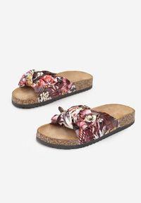 Renee - Czarno-Czerwone Klapki Helidelia. Nosek buta: okrągły. Kolor: czarny. Materiał: materiał. Wzór: kwiaty, gładki, aplikacja, kolorowy