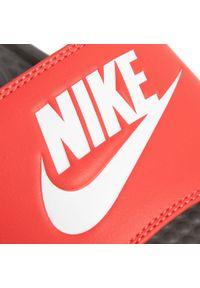 Czerwone klapki na basen Nike casualowe, na co dzień