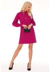 Różowa sukienka Merribel prosta, ze stójką