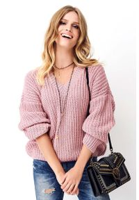Różowy sweter oversize Makadamia z klasycznym kołnierzykiem, klasyczny