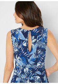 Kombinezon z dżerseju bonprix jasnoniebiesko-ciemnoniebieski w kwiaty. Kolor: niebieski. Materiał: jersey. Wzór: kwiaty