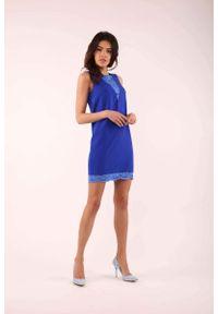 Nommo - Kobaltowa Krótka Sukienka bez Rękawów z Koronkowymi Wstawkami. Kolor: niebieski. Materiał: koronka. Długość rękawa: bez rękawów. Długość: mini