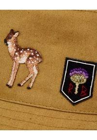 RUSLAN BAGINSKIY - Zielony kapelusz z naszywkami. Kolor: zielony. Materiał: bawełna. Wzór: aplikacja. Styl: militarny