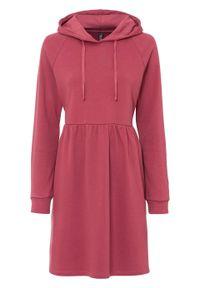 Różowa sukienka bonprix z kapturem