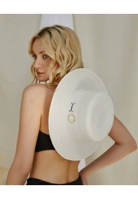 LESHKA - Biały kapelusz Grande Canotier. Kolor: biały. Materiał: len