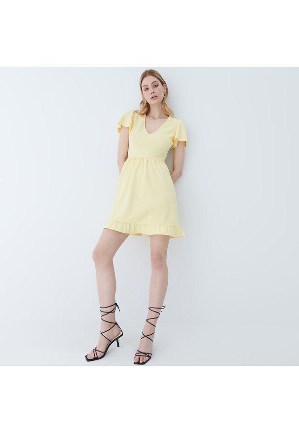 Żółta sukienka Mohito z falbankami