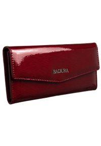 Portfel damski czerwony Badura B-43877P-SH. Kolor: czerwony. Materiał: skóra. Wzór: aplikacja