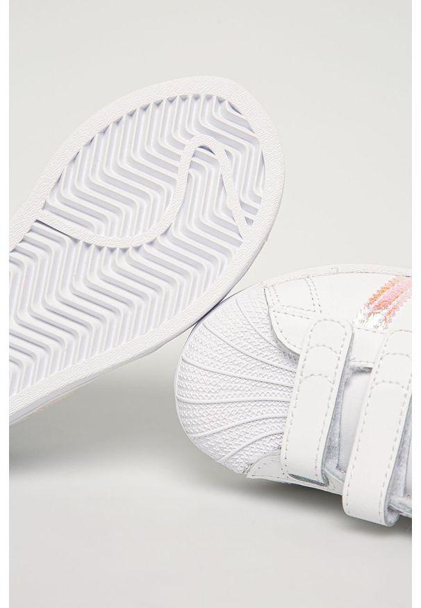 Białe buty sportowe adidas Originals z okrągłym noskiem, na rzepy, z cholewką