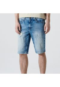 Cropp - Jeansowe szorty slim - Niebieski. Kolor: niebieski. Materiał: jeans