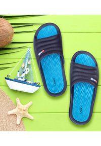 LANO - Klapki męskie basenowe Lano KL-4-0218 Navy/Blue. Okazja: na plażę. Zapięcie: bez zapięcia. Materiał: guma. Obcas: na obcasie. Wysokość obcasa: niski. Sport: pływanie