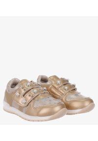 Złote buty sportowe Casu na rzepy