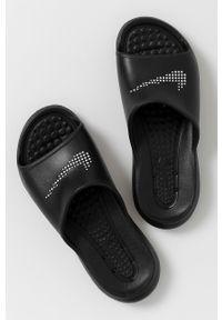 Nike Sportswear - Klapki. Kolor: czarny. Materiał: materiał, guma. Wzór: gładki