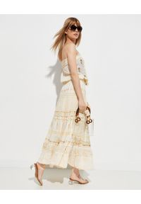 GADO GADO - Beżowa sukienka ze zdobieniem. Kolor: beżowy. Materiał: bawełna. Wzór: aplikacja. Sezon: lato. Typ sukienki: z odkrytymi ramionami. Długość: maxi