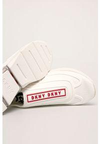 Czerwone buty sportowe DKNY z cholewką