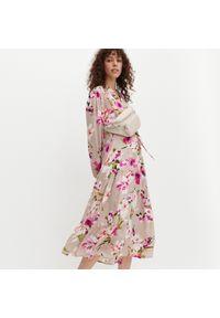 Kremowa sukienka Reserved szmizjerki, w kwiaty