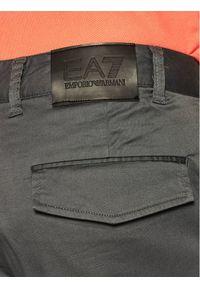 EA7 Emporio Armani Szorty materiałowe 3HPS10 PN71Z 1977 Szary Regular Fit. Kolor: szary. Materiał: materiał