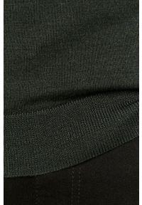 Zielony sweter Clean Cut Copenhagen casualowy, z golfem