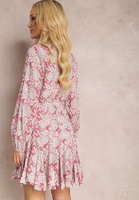 Renee - Różowa Sukienka Amathaste. Kolor: różowy. Materiał: tkanina. Długość rękawa: długi rękaw. Wzór: kwiaty. Typ sukienki: koszulowe, rozkloszowane. Długość: mini