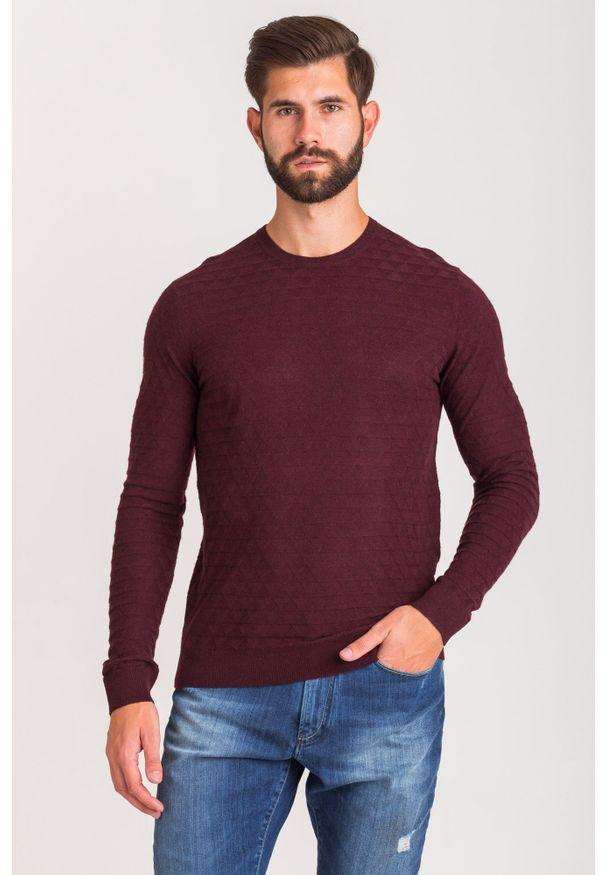 Czerwony sweter Emporio Armani z okrągłym kołnierzem