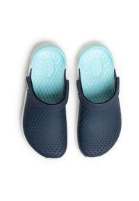 Niebieskie klapki Crocs na co dzień, casualowe