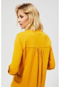 Żółta bluzka MOODO klasyczna, w ażurowe wzory