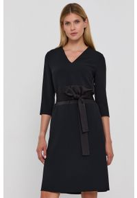 BOSS - Boss - Sukienka. Kolor: czarny. Materiał: tkanina. Wzór: gładki. Typ sukienki: rozkloszowane