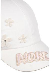 Biała czapka z daszkiem Giamo z aplikacjami