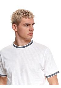 TOP SECRET - T-shirt strukturalny. Kolor: biały. Materiał: bawełna, tkanina, jeans. Długość rękawa: krótki rękaw. Długość: krótkie. Wzór: prążki. Sezon: lato. Styl: klasyczny