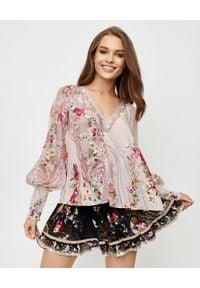Camilla - CAMILLA - Jedwabna bluzka z marszczeniami. Kolor: różowy, fioletowy, wielokolorowy. Materiał: jedwab. Wzór: aplikacja. Styl: wakacyjny