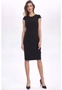 Nife - Czarna Ołówkowa Sukienka z Mini Rękawkiem. Kolor: czarny. Materiał: wiskoza, poliester, elastan. Długość rękawa: krótki rękaw. Typ sukienki: ołówkowe. Długość: mini