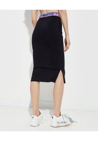 OFF-WHITE - Ołówkowa spódnica z logo. Stan: podwyższony. Kolor: czarny. Wzór: kolorowy