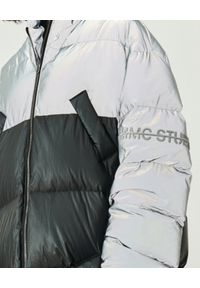 MMC STUDIO - Pikowana kurtka odblaskowa Jesso Long. Typ kołnierza: kaptur. Kolor: szary. Materiał: puch, tkanina. Wzór: haft. Sezon: zima. Styl: klasyczny