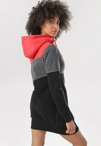 Born2be - Czerwona Bluza Morgavere. Kolor: czerwony. Materiał: prążkowany. Długość rękawa: długi rękaw. Długość: długie