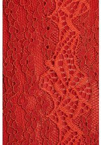 Pomarańczowa sukienka Vila w koronkowe wzory, midi, rozkloszowana
