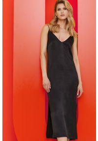Answear Lab - Sukienka z kolekcji urodzinowej. Okazja: na urodziny. Kolor: czarny. Materiał: satyna, materiał. Długość rękawa: na ramiączkach. Wzór: ze splotem. Typ sukienki: dopasowane. Styl: wakacyjny
