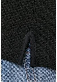Tommy Jeans - Longsleeve. Kolor: czarny. Materiał: dzianina. Długość rękawa: długi rękaw